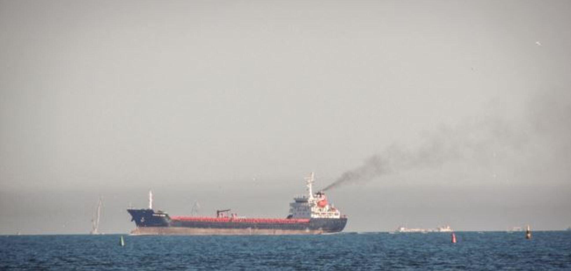 Керченську протоку заблокував 'затор' з кораблів: фото і відео
