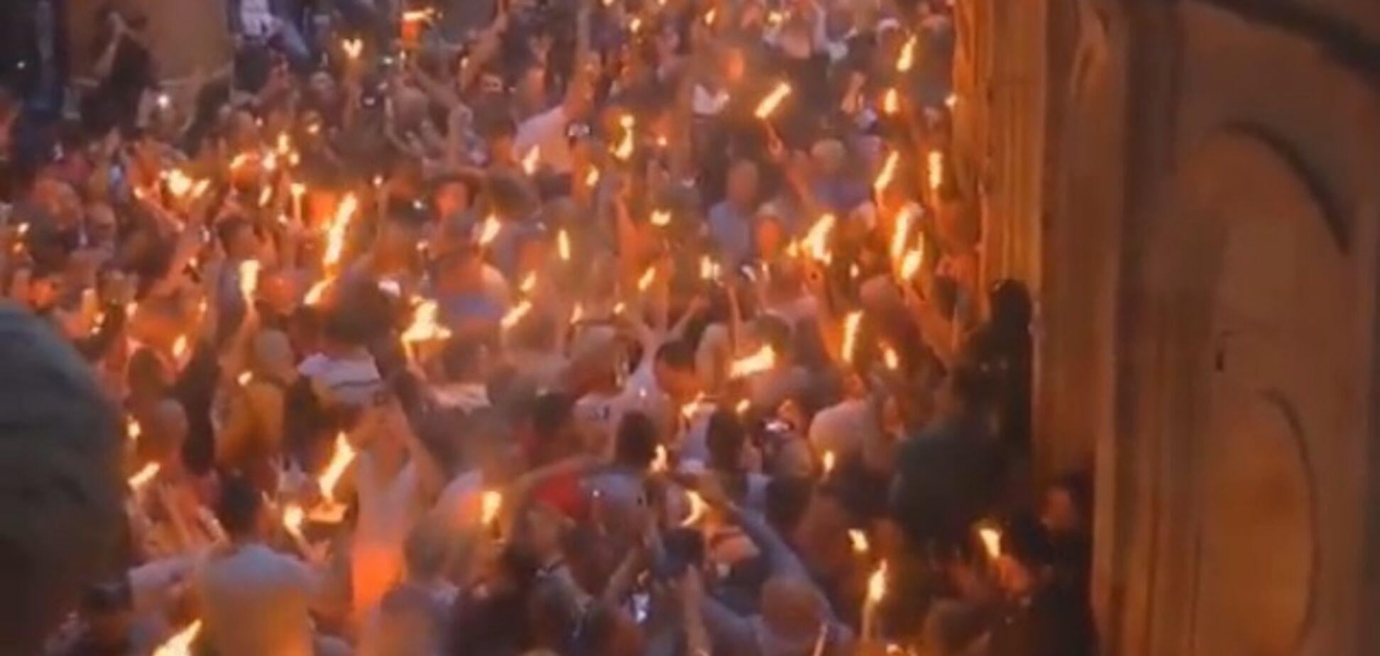 Благодатний вогонь 2019 зійшов: відео та фото великоднього дива