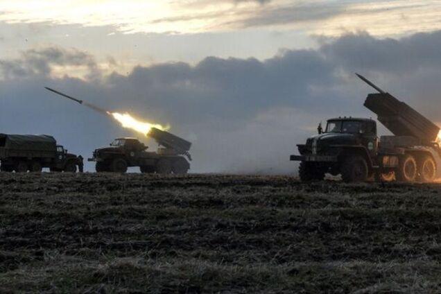 """Под Луганск стянули танки и """"Грады"""": что происходит"""