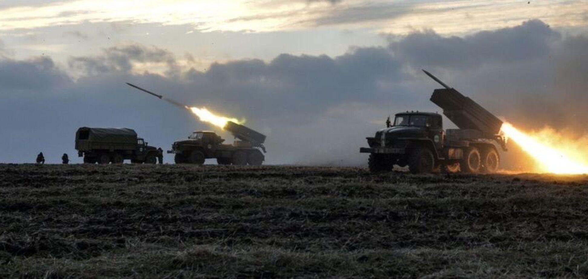 Под Луганск стянули танки и 'Грады': что происходит