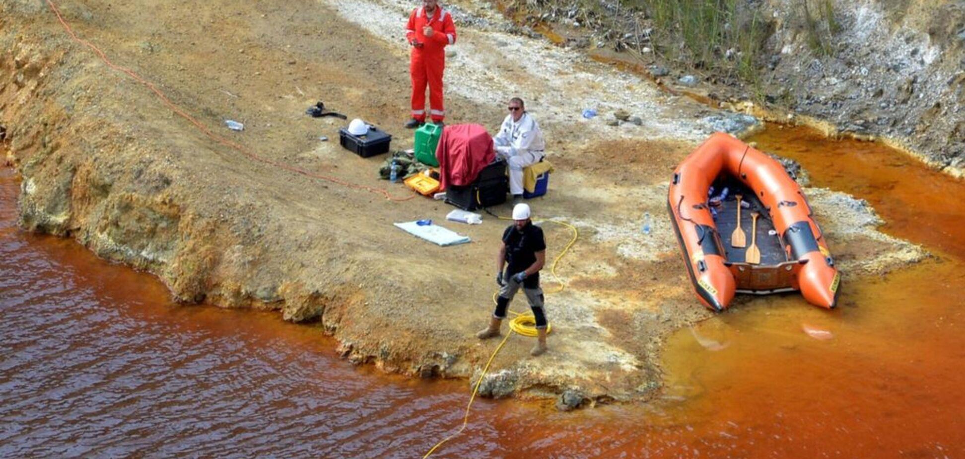 Топил чемоданы с телами в кислотном озере: на Кипре задержан жуткий маньяк