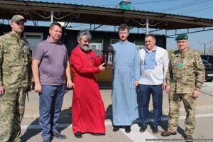 Оккупированным Крыму и Донецку передали благодатный огонь