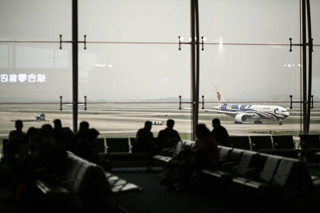 Российские туристы застряли по дороге из Китая: разгорелся громкий скандал