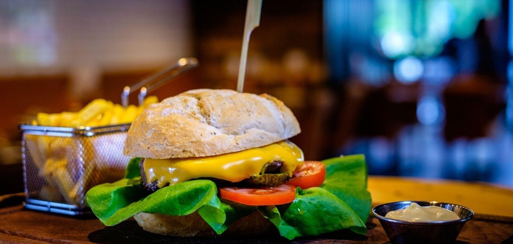 Вредные салаты и один вкус: факты о фастфуде, о которых не скажут в ресторанах