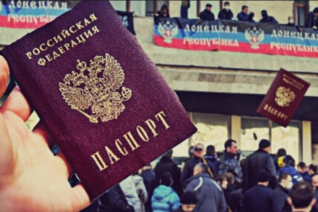 В ДНР выстроилась длинная очередь за российскими паспортами.