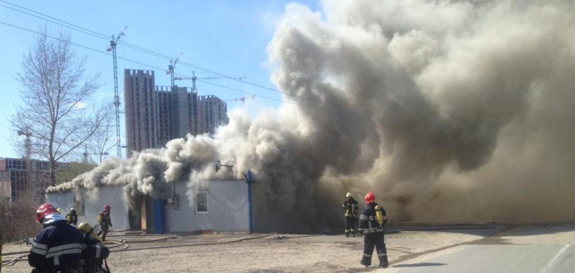 В Киеве вспыхнул крупный пожар: первые подробности и видео