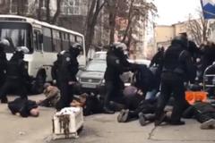 Зіткнення поліції з активістами