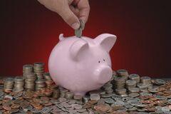 Як зберегти і примножити гроші: фінансист дав поради українцям