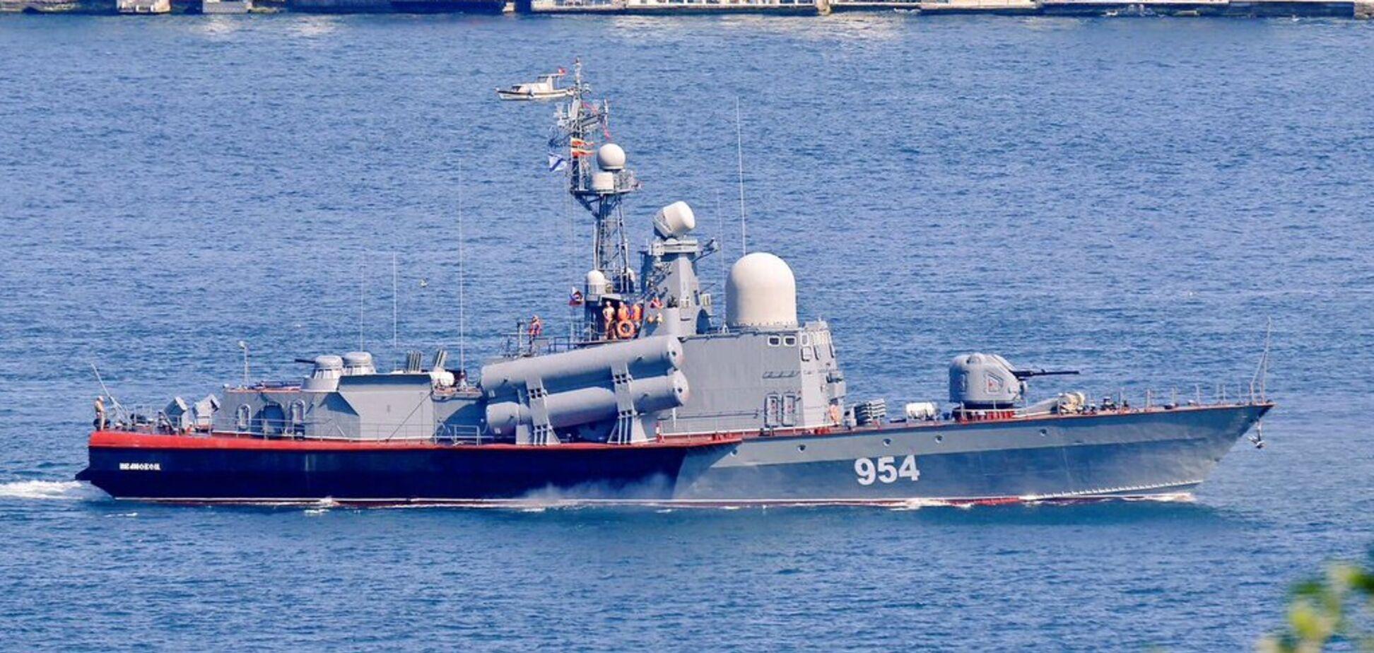 Россия вывела в Черное море 16 кораблей и устроила стрельбу