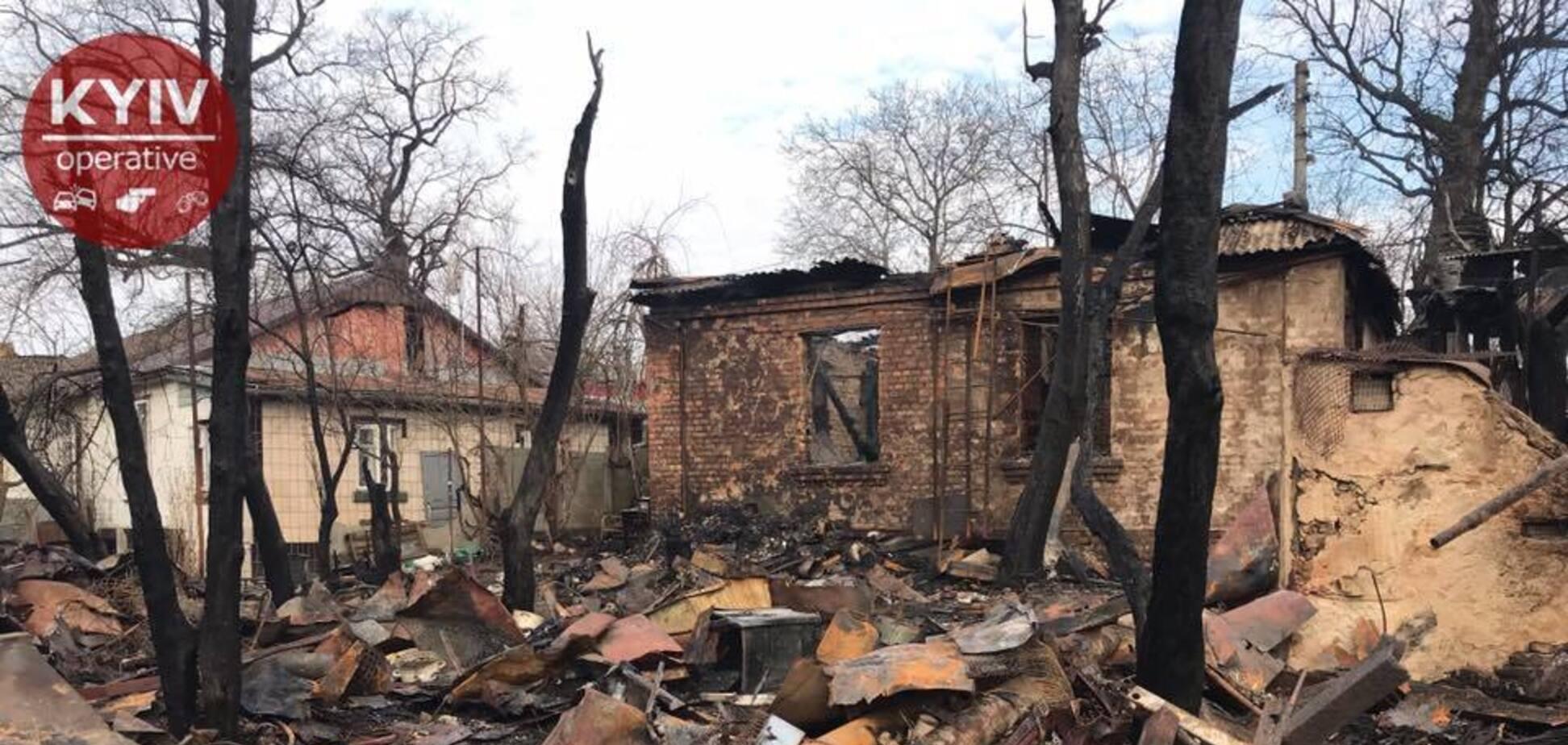 В Киеве произошел масштабный пожар: фото и видео последствий