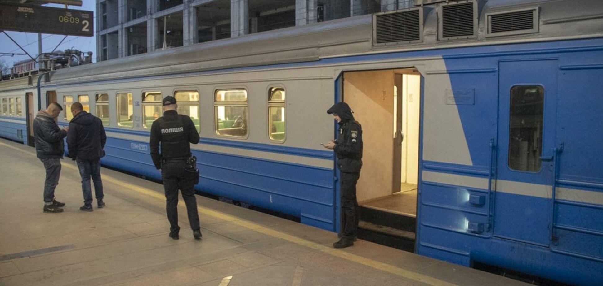 Сутки пролежал в вагоне: в Киеве в электричке нашли труп 36-летнего мужчины