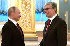 Президент Казахстану попався на невмілому фотошопі: ЗМІ у захваті