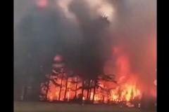 Жители эвакуируются: под российским Иркутском вспыхнул масштабный пожар