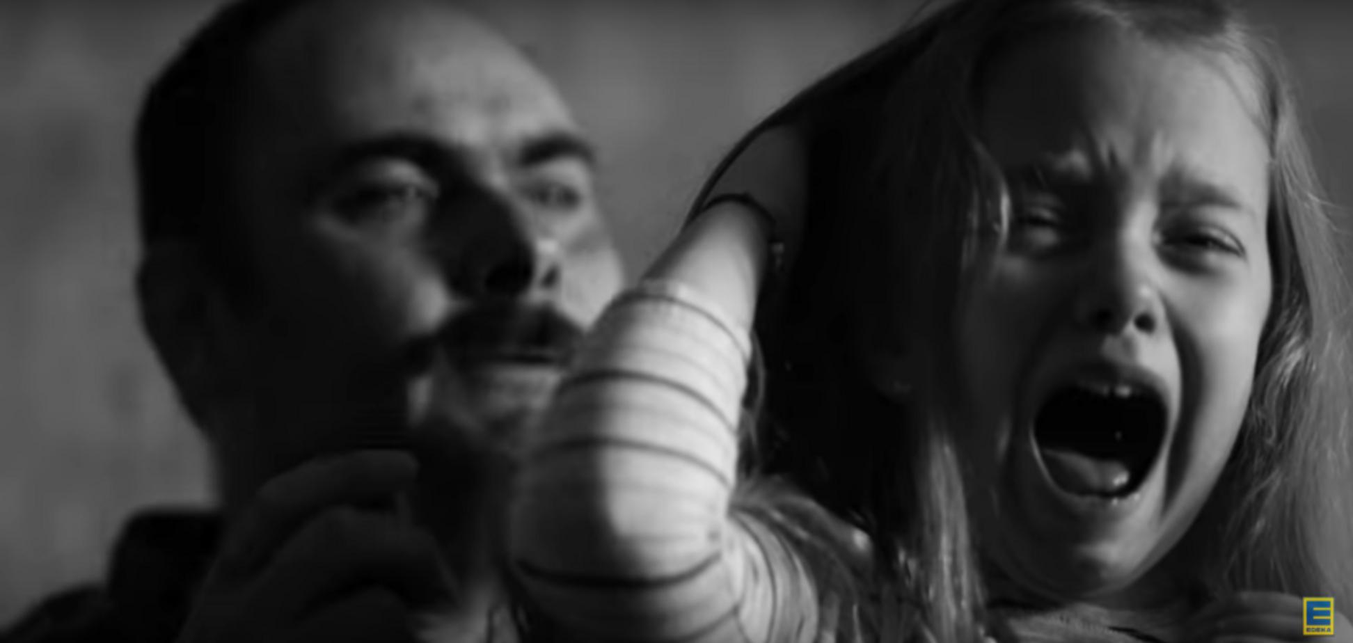 'Спасибо, что не папа': в Германии разгорелся громкий скандал из-за Дня матери. Видеофакт