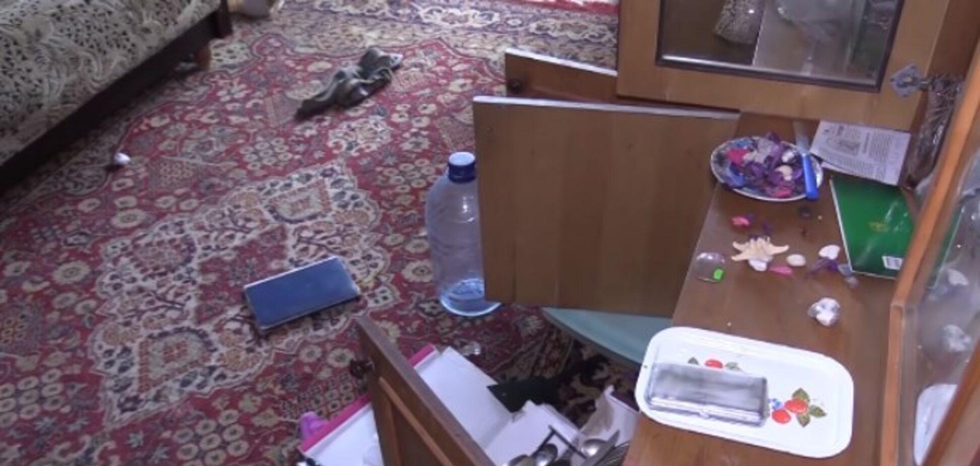 В Киеве нашли изможденного ребенка в квартире с трупами: появились новые подробности