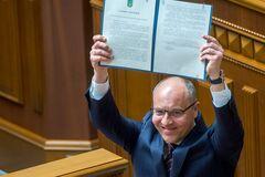 'Сили пекла були проти!' Як українці відреагували на підписання закону про мову