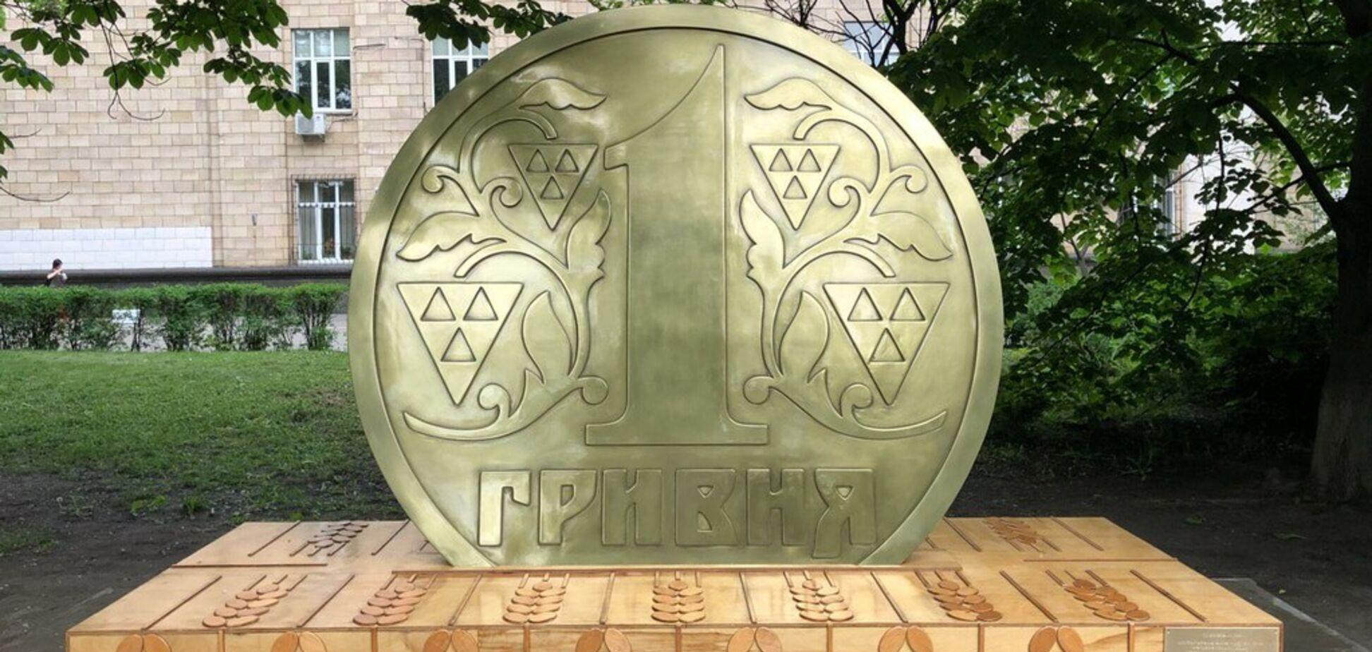В Киеве установили необычный памятник: фото
