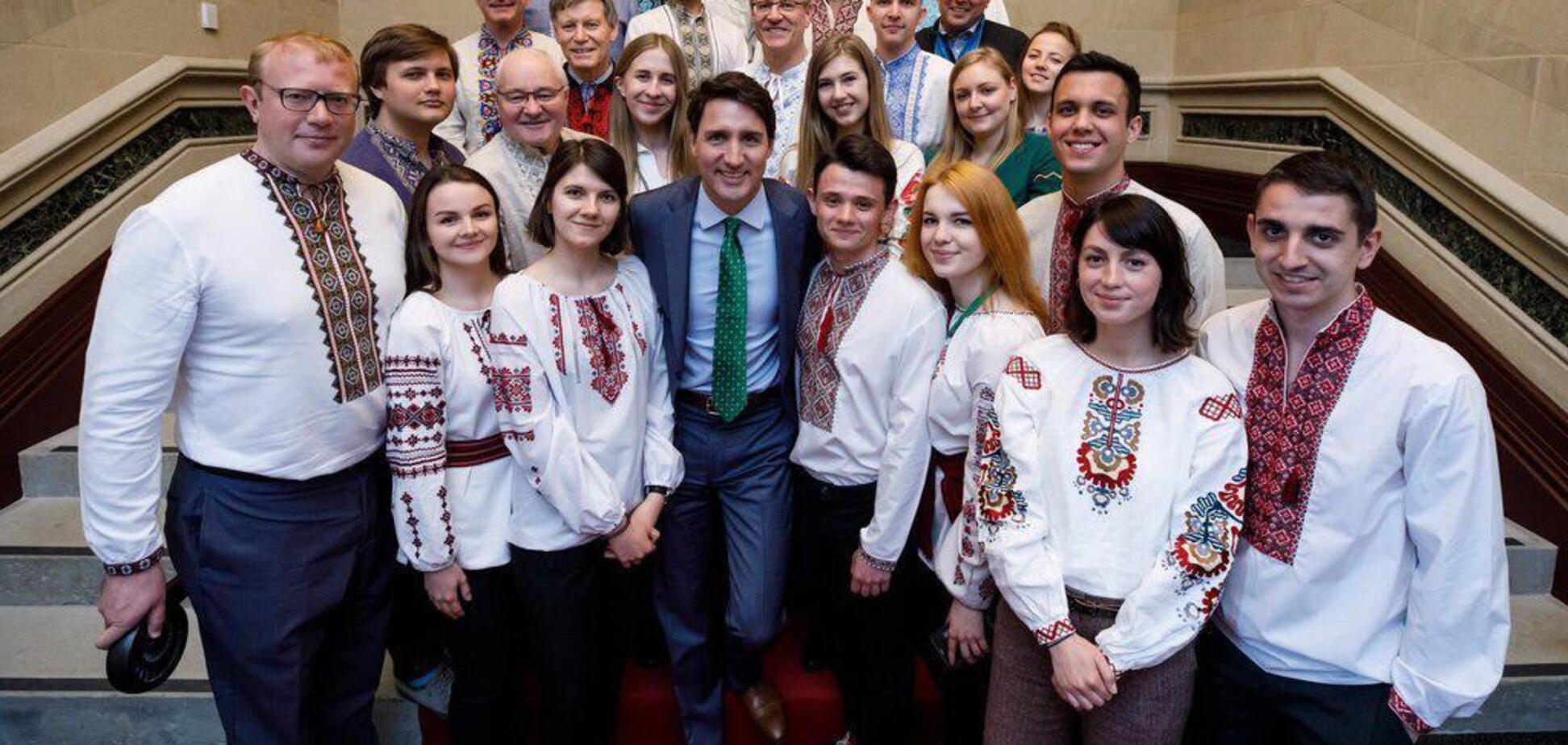 Україну привітали з Днем вишиванки у всіх країнах світу: яскраві фото