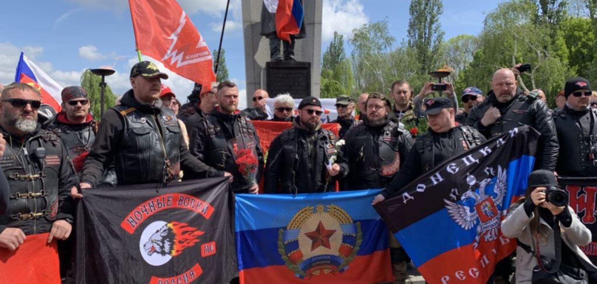Кремль неспроста тратит миллионы. Лозунг 'Путин — собиратель земель' забыт зря