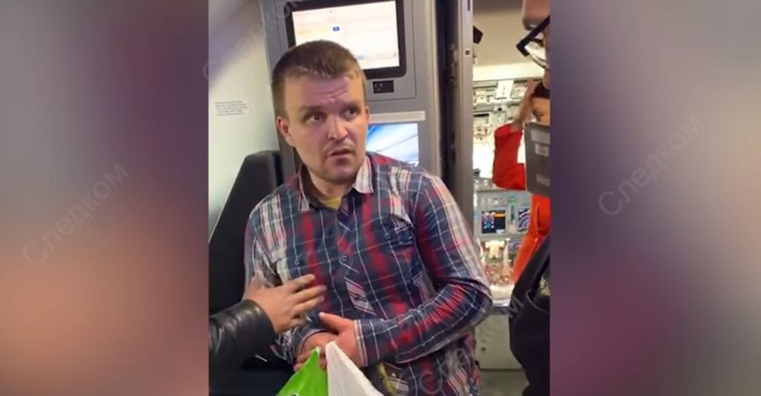 Пьяного россиянина с позором сняли с самолета: что произошло