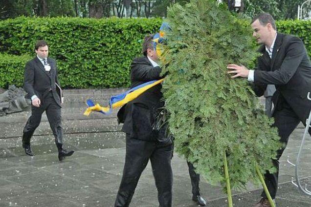 Як Януковича мало не вбив вінок