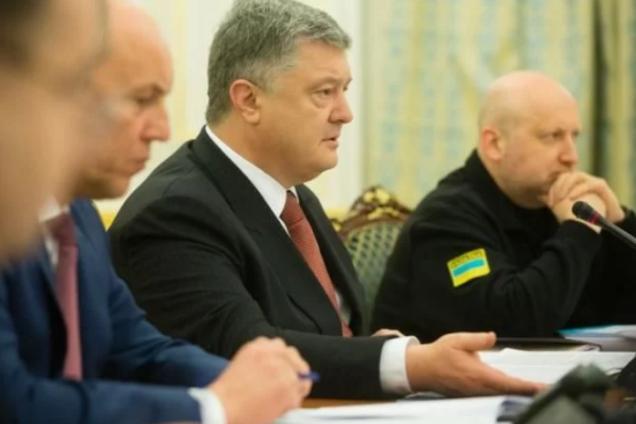 Порошенко ввел в действие важное военное решение СНБО