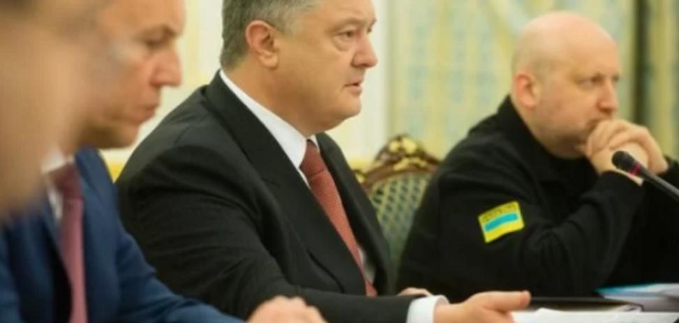 Порошенко ввел в действие важное военное решение СНБО: о чем речь