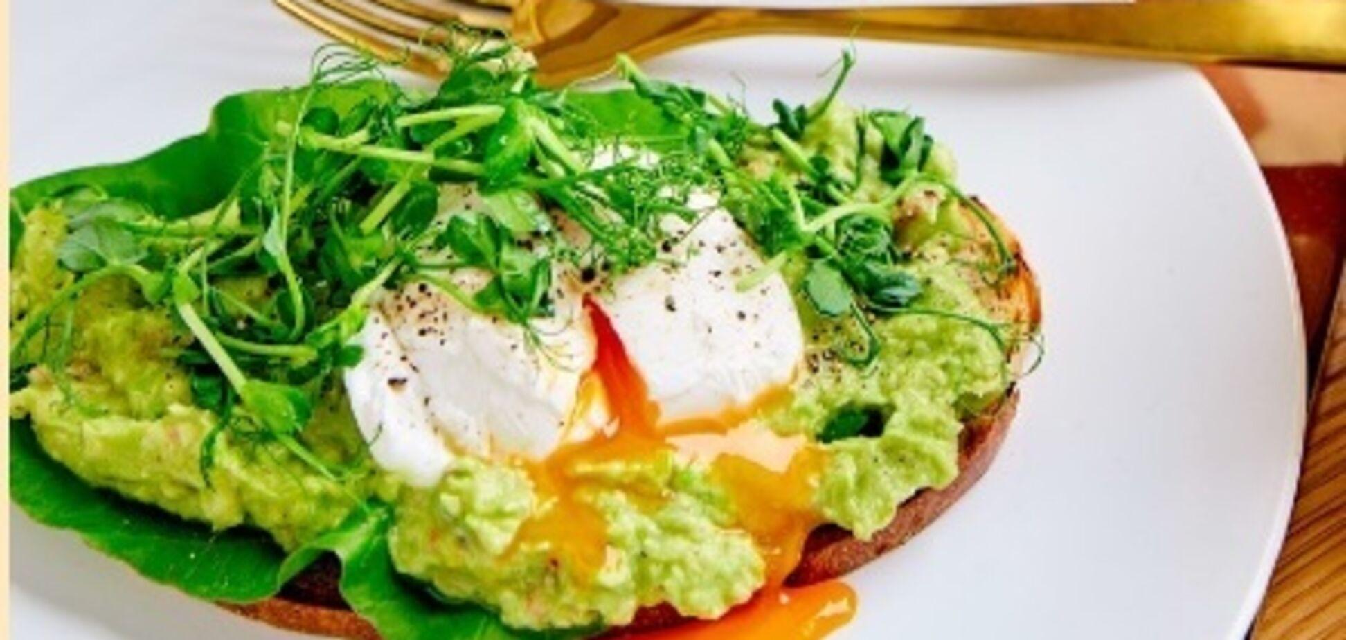 Пюре з авокадо з чилі: приготування сніданку за рецептом елітного готелю Лондону
