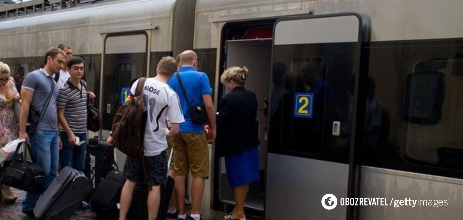 'Укрзалізниця' запустить десятки додаткових поїздів: Кравцов озвучив причини