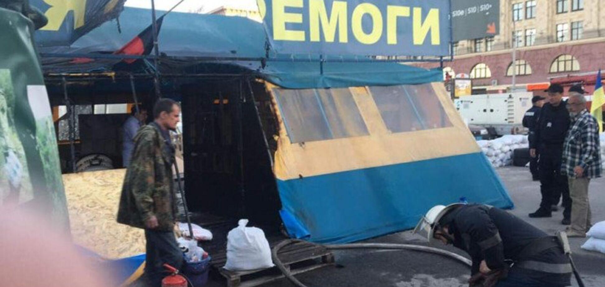 В Харькове подожгли волонтерскую палатку: фото последствий