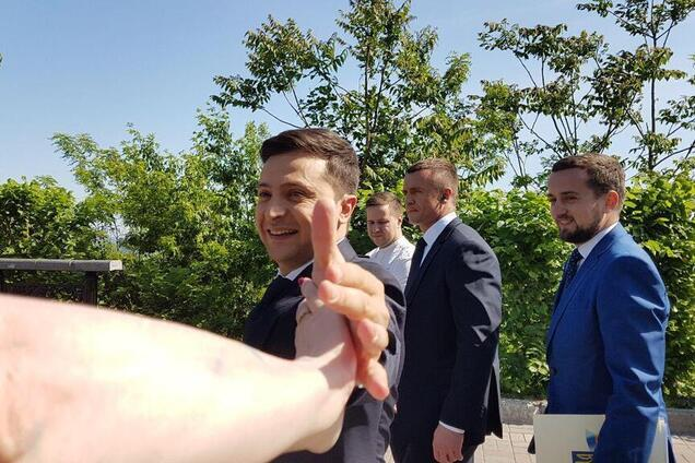 Чмок в лысину: Зеленский устроил забавную выходку с Кошевым на инаугурации