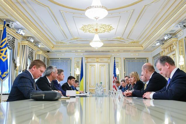 Президент Украины провел встречу с американской делегацией