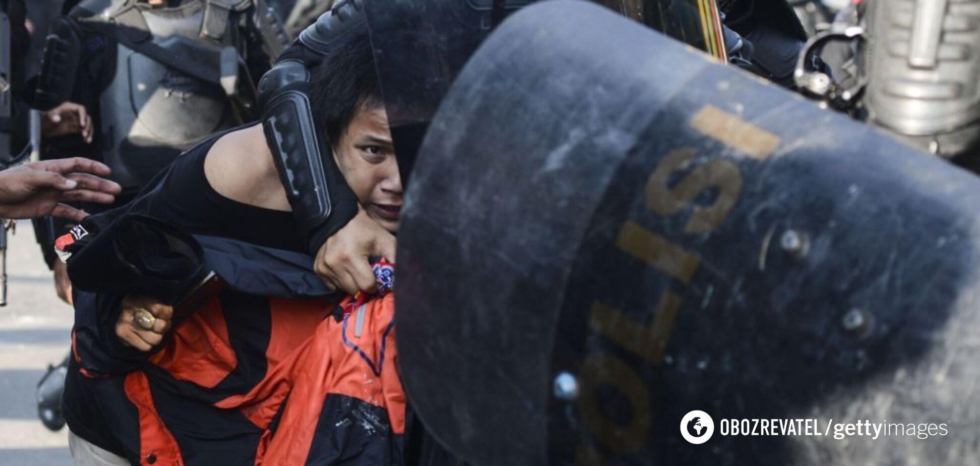 Криваві вибори в Індонезії: у масових протестах загинули 6 осіб, сотні поранених