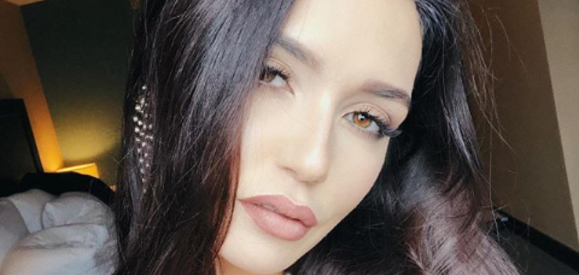 'Королева спокуси!' Співачка з РФ сексуально оголила груди