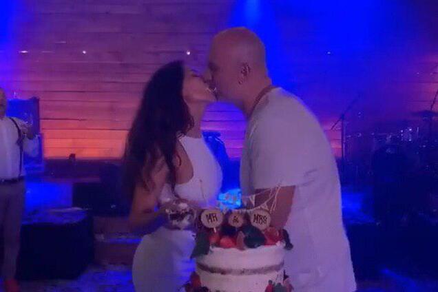 Как выглядел свадебный торт Потапа и Насти Каменских: яркие фото и видео