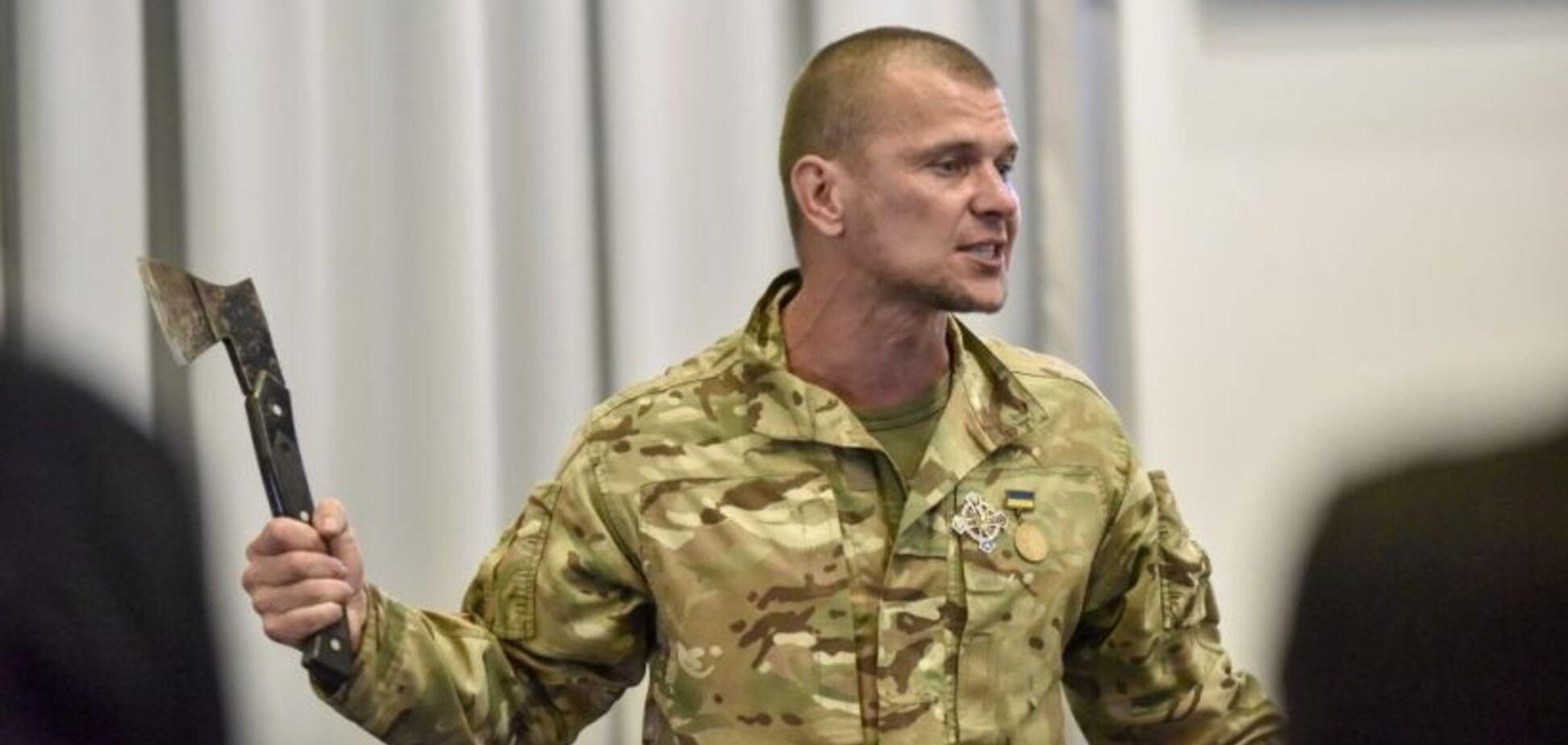 З сокирою і ножами: в Києві трапилася НП на брифінгу по ромських погромах