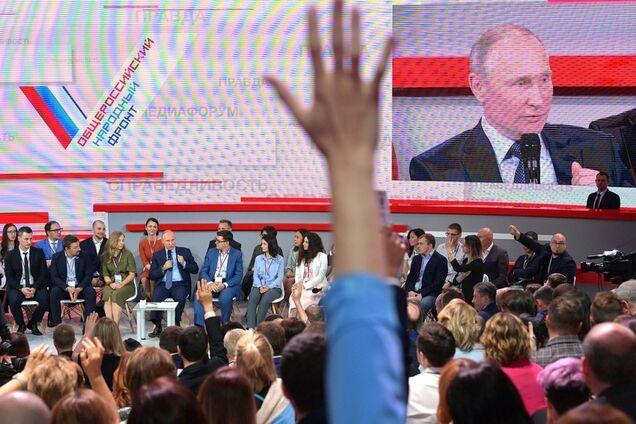 Владимир Путин на пленарном заседании Медиафорума независимых региональных и местных СМИ