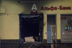 У Львові підпалили російський банк: фото з місця НП