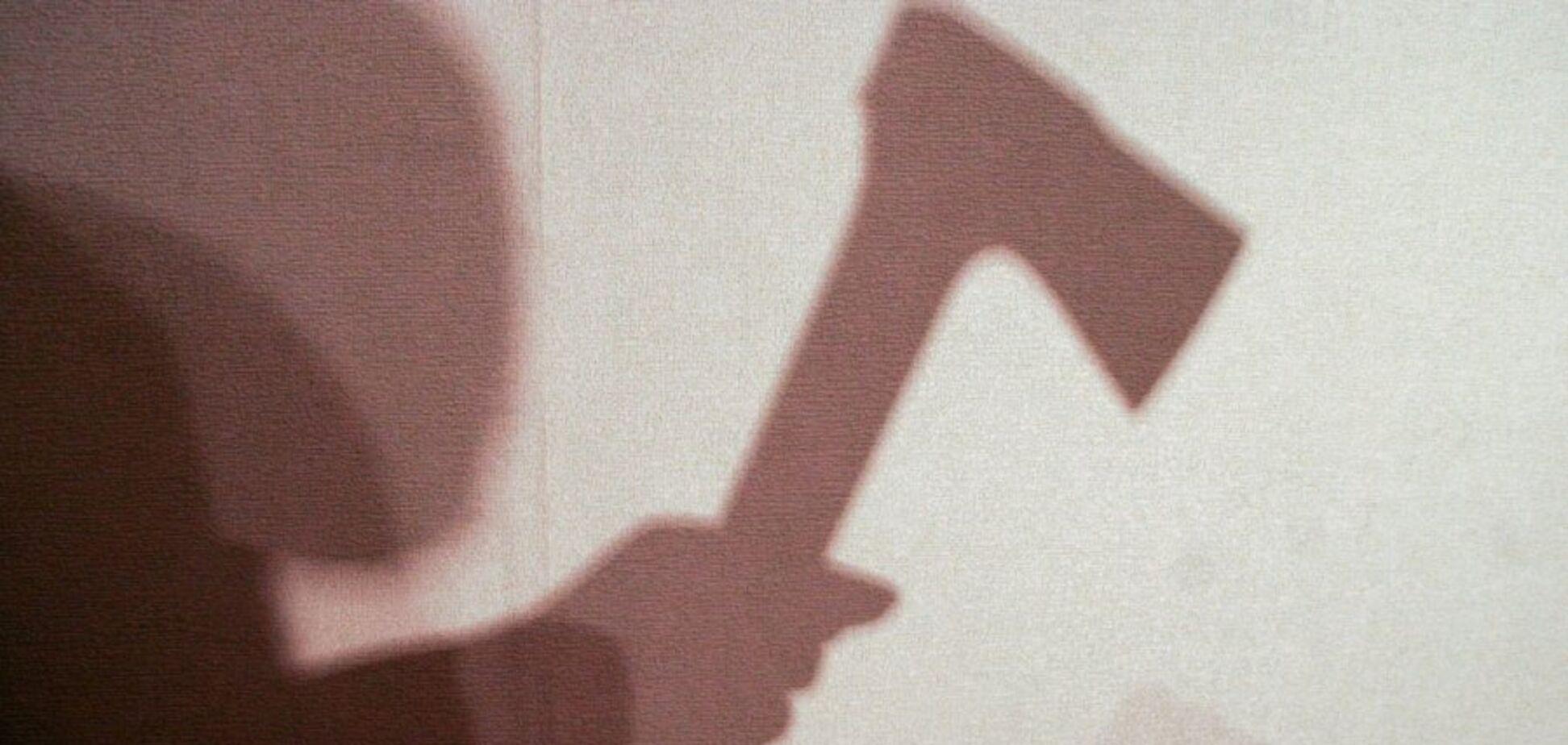 'Мені дуже страшно!' У Росії підліток із льодорубом напав на школярку. Відео