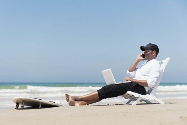 Работа за компьютером дает право на длинный отпуск