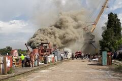 В Киеве загорелся бывший завод Порошенко: фото с места ЧП