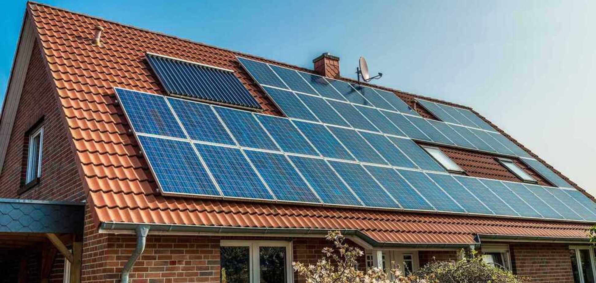 Сонячні батареї в будинку: українцям пояснили вигоду альтернативної енергетики