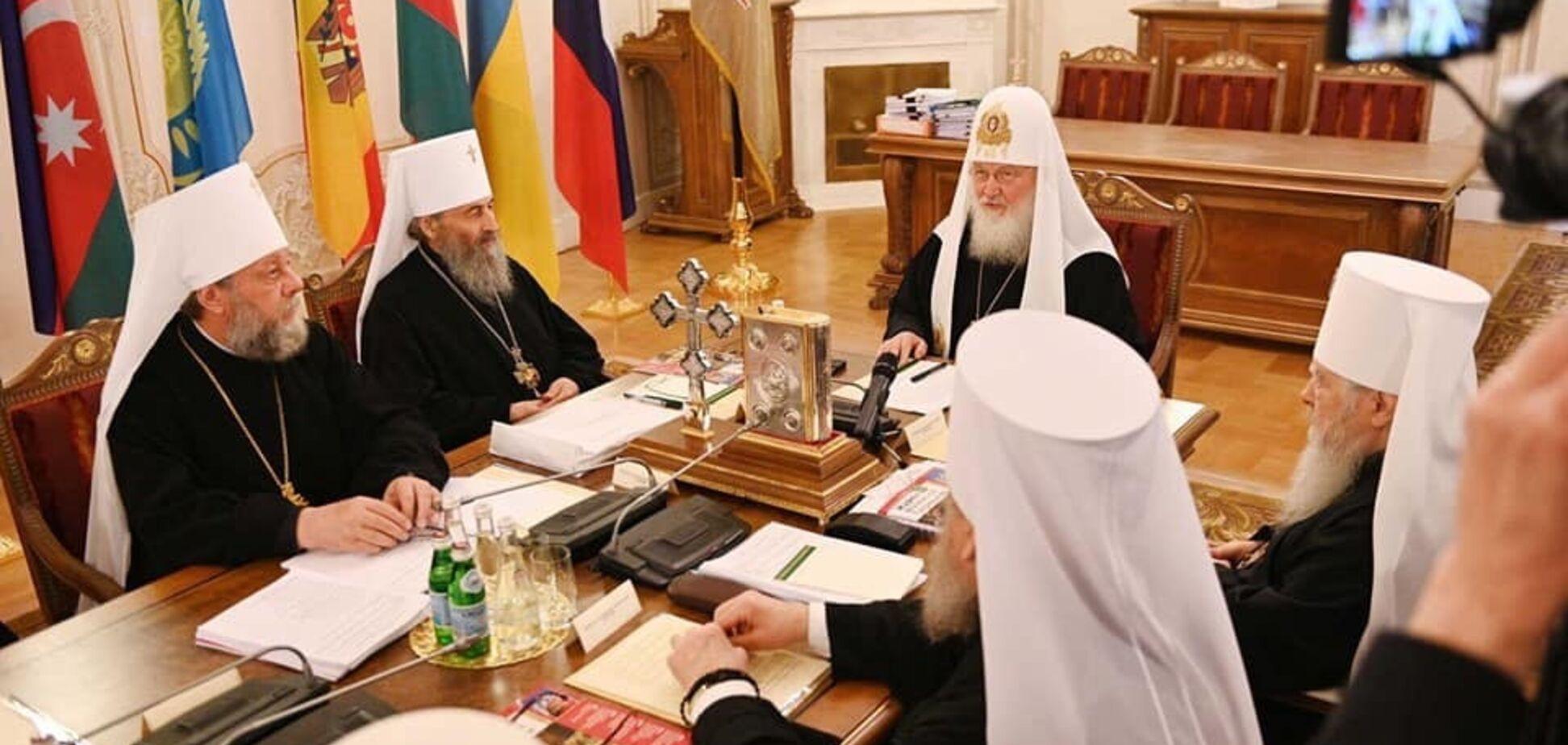 Глава РПЦ в Україні 'засвітився' на синоді в Росії: фото