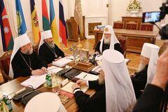 Глава РПЦ в Украине 'засветился' на синоде в России: фото