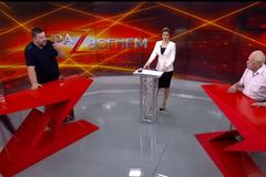 'Закрой плюгаву морду!' Герой Украины выплеснул воду на блогера в прямом эфире