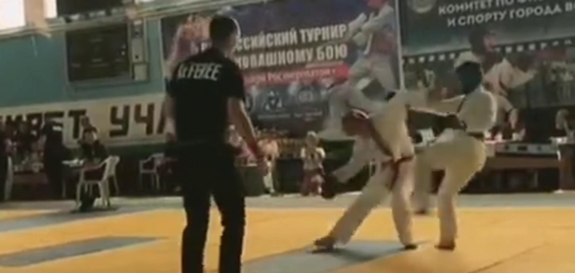 Російського бійця відправили в жорсткий нокаут на 10-й секунді бою