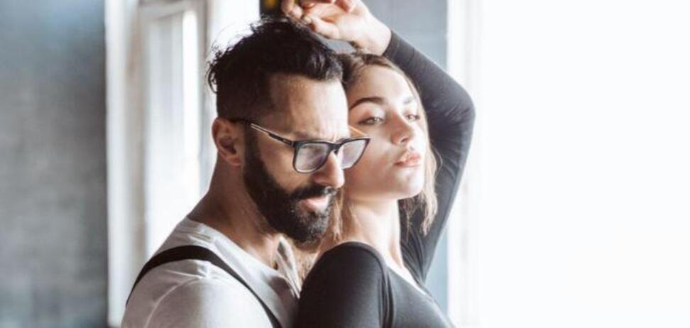 Українського співака застукали з дівчиною: з'явилася реакція дружини