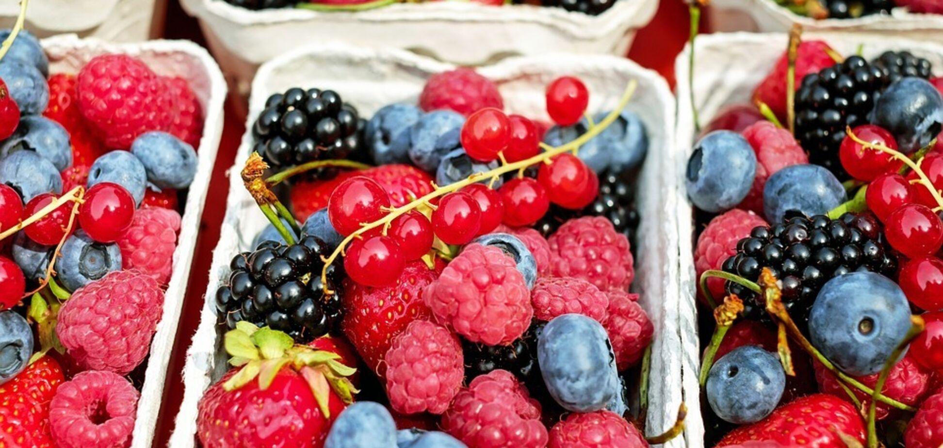 Їсти щодня! Дієтолог назвала ягоди для краси та здоров'я