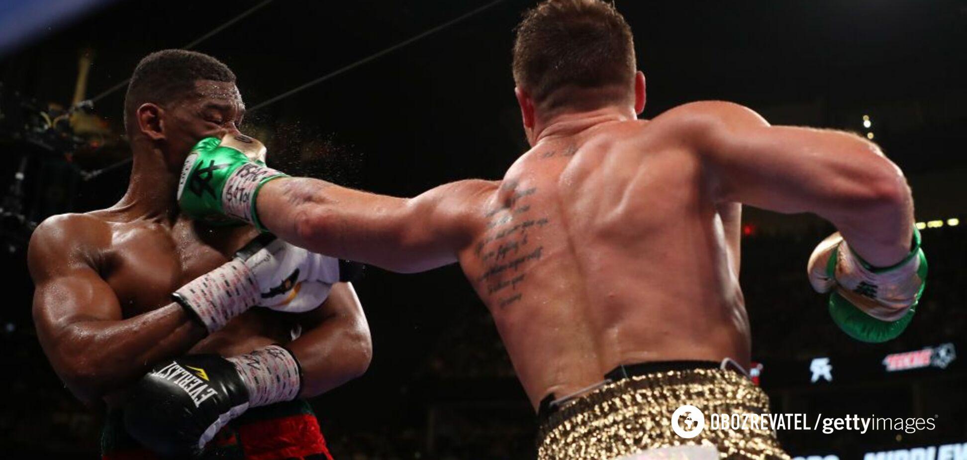 Канело побил Джейкобса в ярком бою за три чемпионских титула
