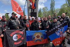 Путинские 'Волки' прибыли в Прагу: им устроили 'теплый' прием на кладбище
